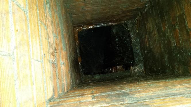 ARLAM_vista interior desde la arqueta de acceso al manantial